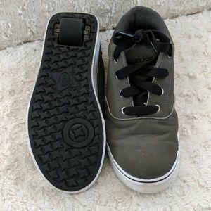 🔥SALE🔥 Youth size 4 gray Heelys skate shoe